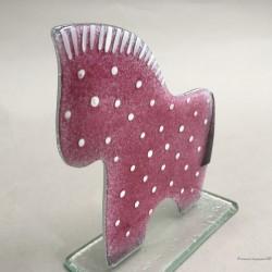 Koń różowy w kropki